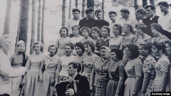 Отец Валерия Федор Федорович и народный хор
