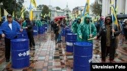 Власники автомобілів з іноземною реєстрацією під час акції біля Верховної Ради України, Київ, 6 вересня 2017 року
