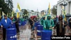 Активісти ГО «Авто Євро Сила» на акції протесту під Верховною Радою, Київ, 6 вересня 2017 року