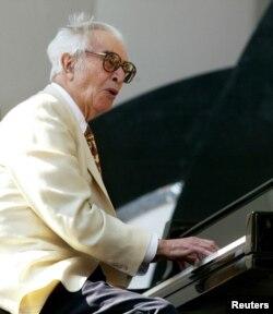 Dave Brubeck, la 82 de ani, la un festival de jazz in Hollywood, 15 iunie 2003