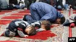 Санкт-Петербургдаги шариат суди ташаббусчиси Жамолиддин Махмутовга кўра¸ бу тузилма Россия мусулмонлари дуч келаëтган маиший-ижтимоий муаммолар бўйича ëрдам кўрсатади.