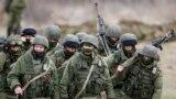 Російські військові в селі Перевальне, 5 березня 2014 року