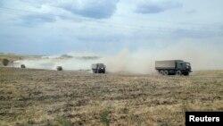 Во время летних военных маневров в Ростовской области, август 2014 г.