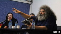 علیرضا راهب در یک نشست ادبی، بهمن ۱۳۹۷