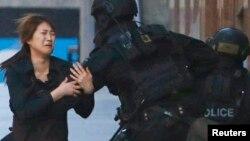 Sidney (Avstraliya). 15 dekabr 2014. Girov dramından görüntü