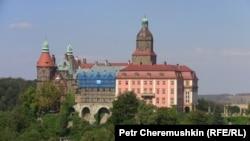 Третий по величине в Польше замок Ксёндз привлекает туристов подземными сооружениями