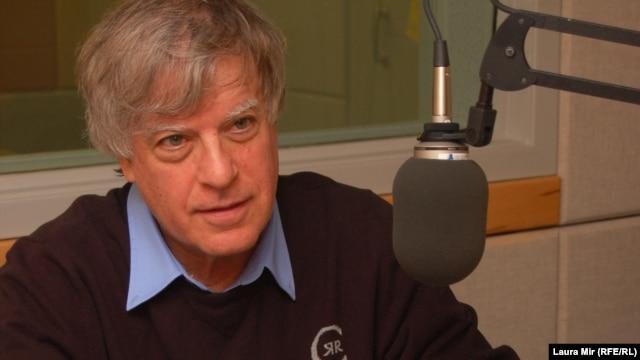 Journalist and author David Satter, an adviser to RFE/RL, in RFE/RL's Washington studios in 2011.