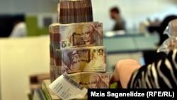 По информации Нацбанка, по состоянию на 1 апреля 2018 года общий объем кредитов, выданных коммерческими банками, составил 22,2 миллиарда лари