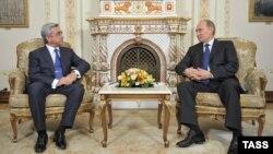 Серж Сарґсян (л) і Володимир Путін (п) на зустрічі в Ново-Огарьові під Москвою, 3 вересня 2013 року