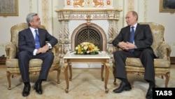 Армения президенті Серж Саргсян (сол жақта) Ресей президенті Владимир Путинмен кездесуде. Мәскеу, 3 қыркүйек 2013 жыл
