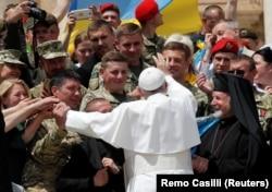Папа Франциск вітає українських вояків у Ватикані, 22 травня 2019 року