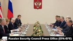 Aleksandra Bel: 'Proveli smo godine u pokušajima da dobijemo nešto - bilo šta - od Rusije kada je reč o INF' (Fotografija: sastanak savetnika za nacionalnu bezbednost Džona Boltona i sekretara Ruskog saveta za sigurnost Nikolaja Patruševa u Moskvi, oktobar 2018)