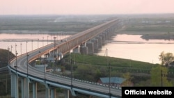 """Мост через Амур, построенный """"Дальмостостроем"""""""