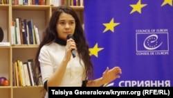 Севгиль Мусаева-Боровик на лекции во Львове. декабрь 2014 г.