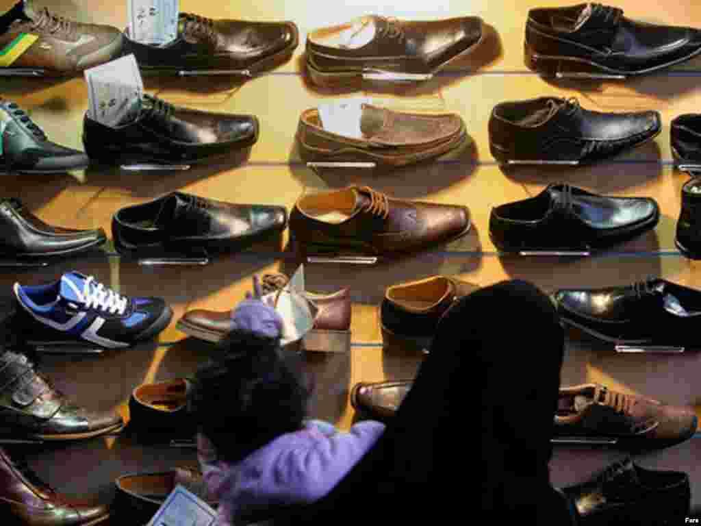 خرید معمولا تمامی اقلام پوشش را در بر می گیرد، از کت و شلوار گرفته تا کفش و جوراب.