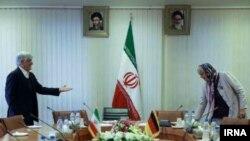 کلودیا روث در جریان سفر به ایران