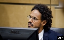 İslamçı qruplaşmanın lideri Ahmad Al-Mahdi Haaqa tribunalında.