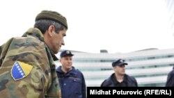 FOTOGALERIJA:Protest penzionisanih vojnika OS BiH, 24.5.2012.