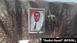 На похоронах Рустама Убайдуллоева в Гиссарском районе.