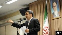 Մահմուդ Ահմադինեժադը ելույթի ժամանակ, հուլիս, 2013թ․