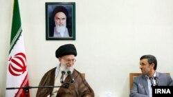 دیدار احمدی نژاد با رهبر ایران در سال ۱۳۹۲.