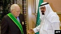 پادشاه عربستان (راست) در کنار معاون رییس جمهوری آمریکا - عکس از AFP