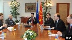 Средба на премиерот Никола Груевски со медијаторот Метју Нимиц во Скопје во февруари 2010 година.