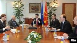 Македонскиот државен врв, за сега, без информации од Нимиц за разговорите во Атина