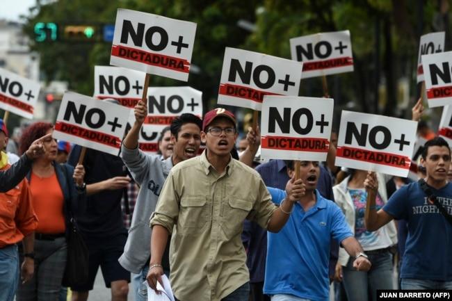 Демонстрация протеста против Николаса Мадуро. Каракас, 30 января