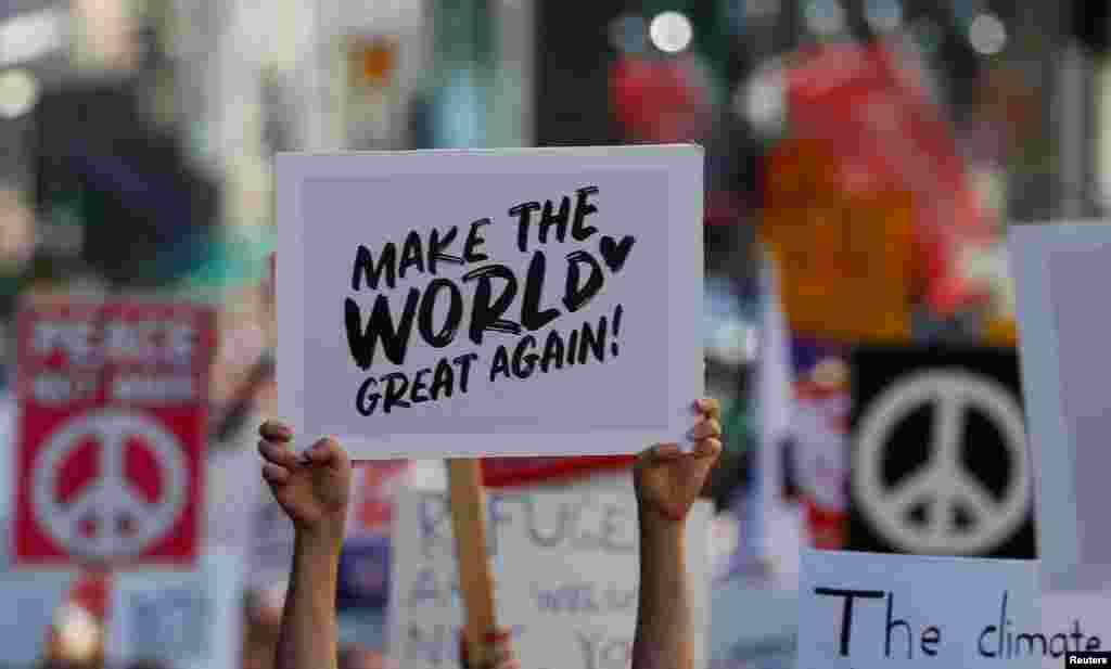«Вернем миру былое величие» – митингующие не ограничились Америкой или Хельсинки, «взяли выше»