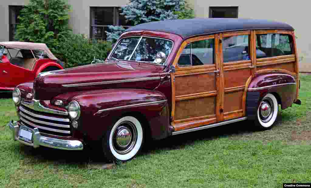 The 1947 Ford Super Deluxe Woody was well suited to the dry, sunny weather of the Californian coast.