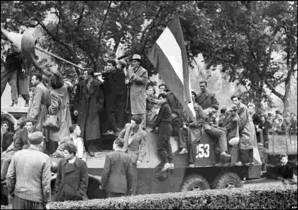В 1956 году советские войска подавили антикоммунистическое восстание в одной из стран Варшавского договора - Венгрии. Туда было направлено свыше 30 тысяч человек