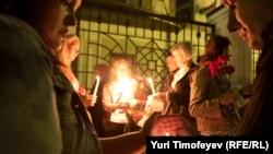 На сороковинах трагедии в Крымске у представительства Краснодарского края в Москве