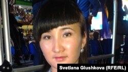 """Жас ұстаз Қарлығаш Бұғыбай """"Жас Отанның"""" сьезінде. Астана, 16 қараша 2012 жыл."""