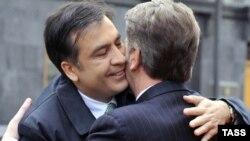Ukrainian President Viktor Yushchenko (right) greets his Georgian counterpart Mikheil Saakashvili in Kyiv last November. Will Viktor Yanukovuych greet him so warmly?