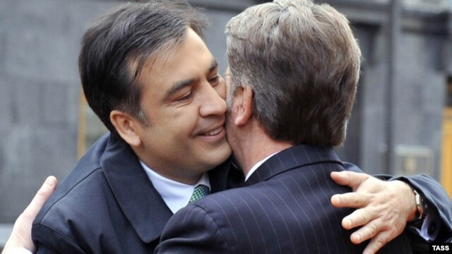 Ukrainian President Viktor Yushchenko (right) greets his Georgian counterpart Mikheil Saakashvili in Kyiv last November. Will Viktor Yanukovuych greet him so warmly?