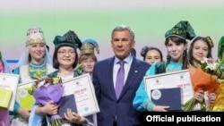 Сулдан уңга: Мидзуки Накамура, Татарстан президент Рөстәм Миңнеханов һәм Ризәлә Йосыпова