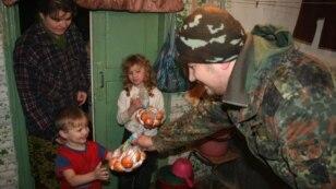 Гуманітарна допомога вимушеним переселенцям у Великій Новоселці на Донеччині