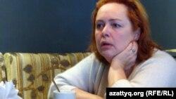 Ольга Курносова, митингті ұйымдастырушы азаматтық комитет жетекшісі. Санкт-Петербург, 26 ақпан 2012 жыл.