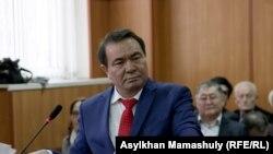 Руководитель центра тибетской медицины «Жас-Ай» Жасан Зекейулы дает показания в суде. Алматы, 4 марта 2016 года.