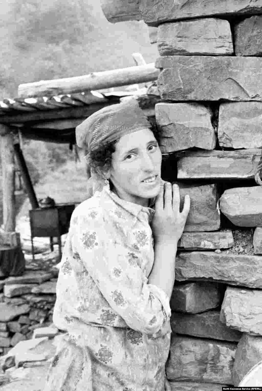 Женщина на пути к селу Моцарой.
