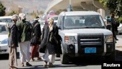 Хуситы у контрольно-пропускного пункта вблизи президентского дворца в Сане, 20 января 2015 года.
