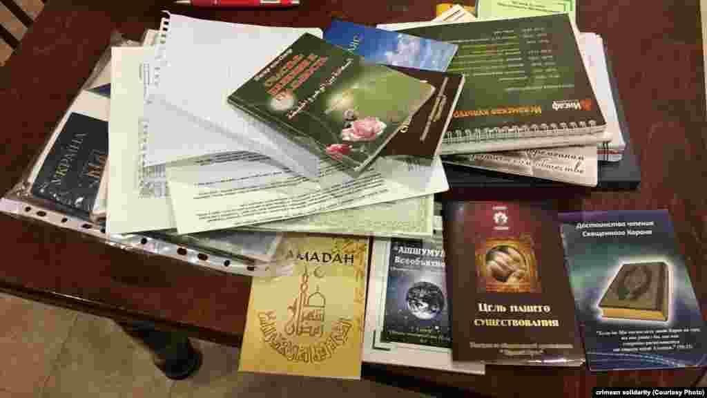 У деяких будинках і машинах вилучили ісламську літературу, яка в Росії визнана забороненою