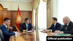 Президент Сооронбай Жээнбеков УКМКнын жетекчилигин кабыл алган учур. 4-апрель, 2018-жыл.