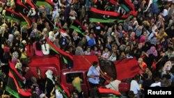 شادی مخالفان قذافی در لیبی. ۲۲ اوت ۲۰۱۱.
