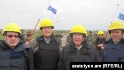 ԵԱՀԿ Մինսկի խմբի համանախագահները Լեռնային Ղարաբաղի և Ադրբեջանի զինված ուժերի շփման գծում՝ դիտարկման ժամանակ, արխիվ