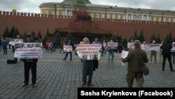 Пикет ветеранов национального движения крымских татар в Москве, 10 июля 2019 года