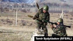 Солдаты кыргызской армии. Архивное фото.