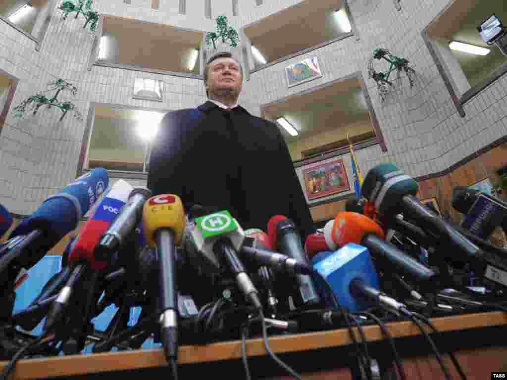 Прес-конференція кандидата у президенти Віктора Януковича після голосування у Києві