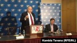 لینتون بروکس در جریان سخنرانی در پروژه امنیت آمریکا